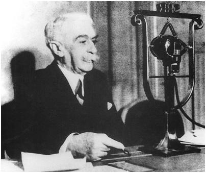 Pierre De Coubertin microfono